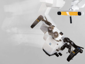 Robotic alignment of microscope to a navigated instrument