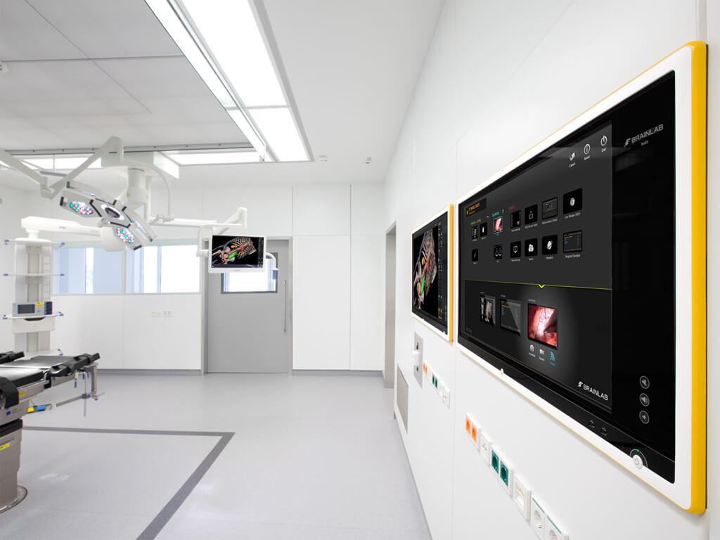 Buzz in-wallおよび天架式ディスプレイを備えたデジタル手術室