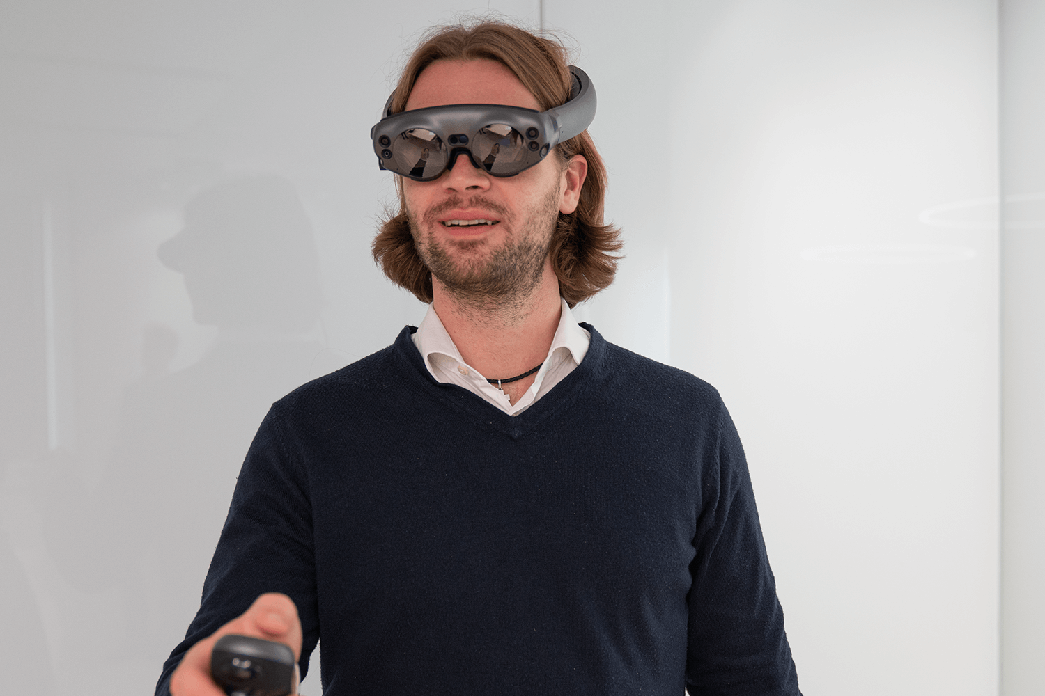 德国莱比锡 Universitätsklinikum 的 Alexander Bartella 医生演示使用 Brainlab Mixed Reality Viewer