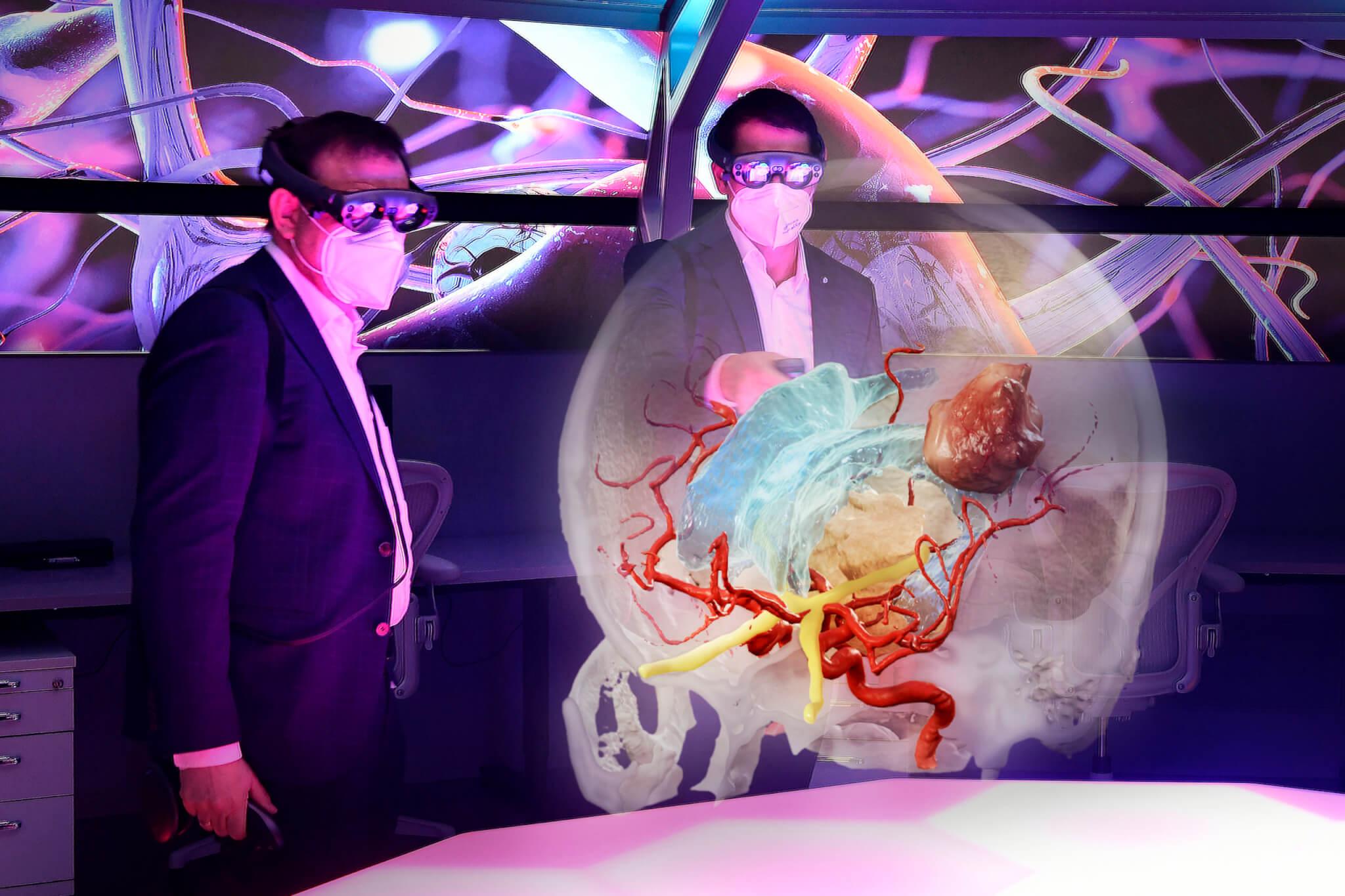 Bayerischer Staatsminister für Gesundheit und Pflege Klaus Holeschek, MdL zu Besuch bei Brainlab AG zusammen mit Stefan Vilsmeier